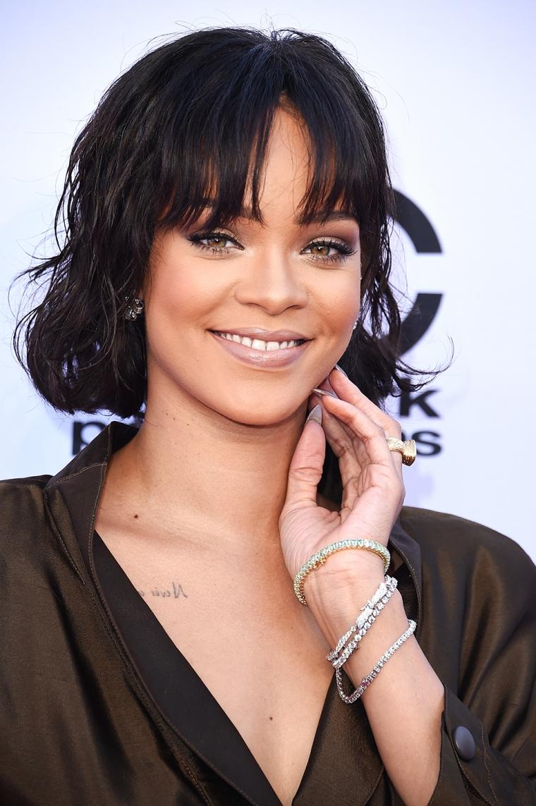 02-Rihanna-red-carpet-bbma-2016-billboard-1000
